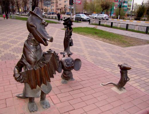 Парковая сульптура Кракодил Гены и чебурашка.