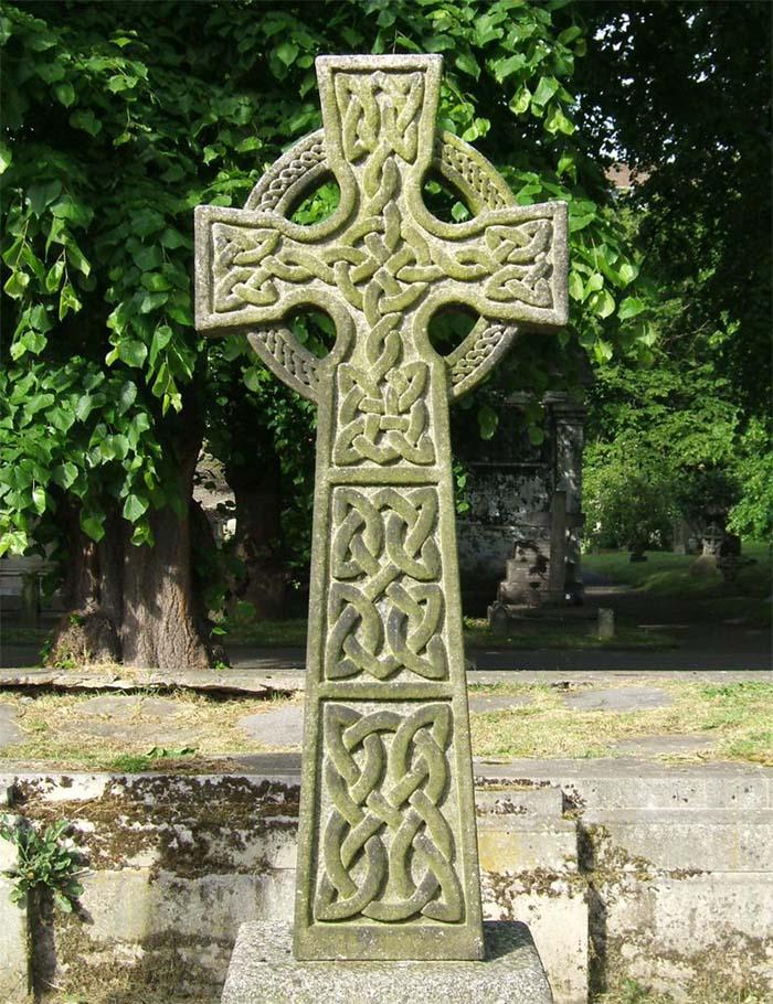 Грузинский православный памятник крест.