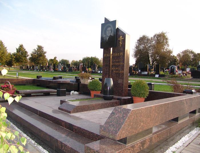 Художественное оформление надгробий. Накладные буквы, числа, кресты.