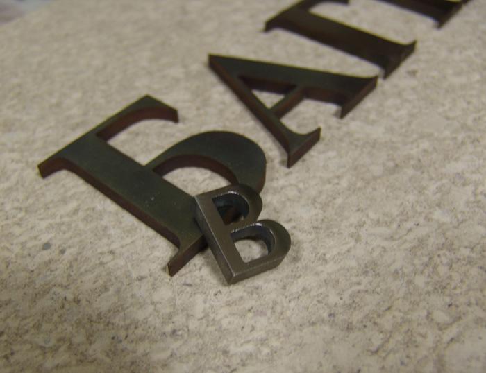 Буквы латунные патинироанные.