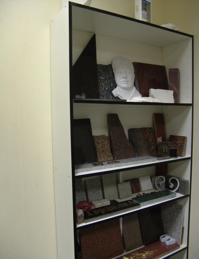 В офисе Вы можите ознакомиться со всем ассортиментом камня с которым мы работаем.