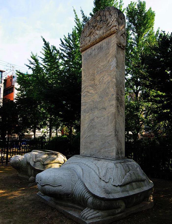 Черепаха - часто применяли при изготовления надгробия буддисты.