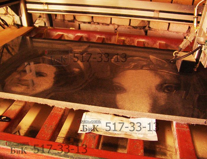 Гравировка гранита на станке ЧПУ панно для дальнейшей росписи художником.