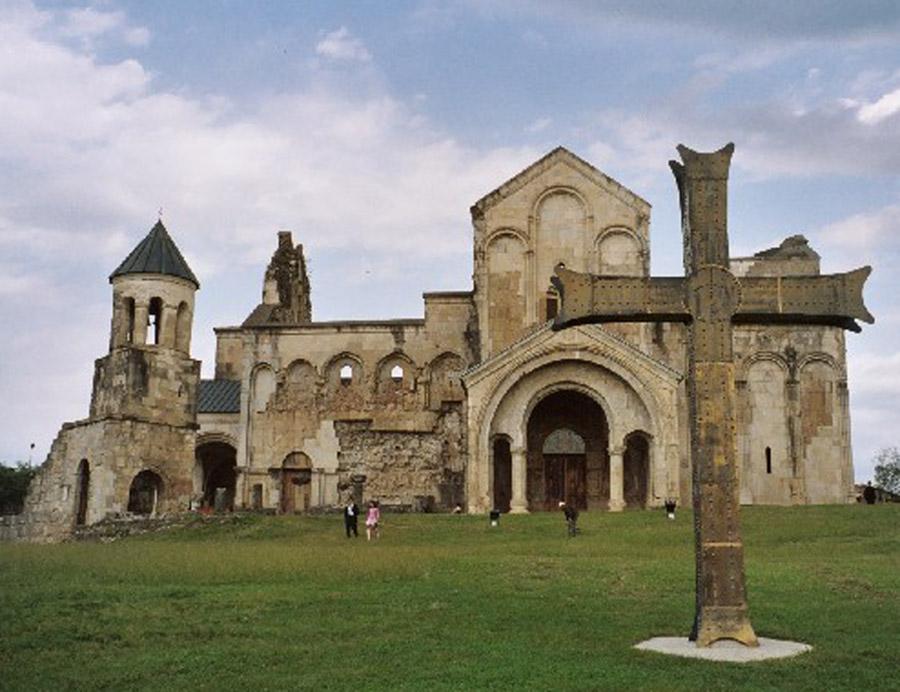 Храм Баграт до реставрации.