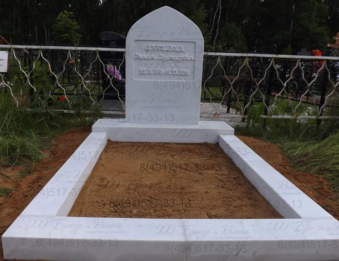 Мусульманское надгробие белый мрамор