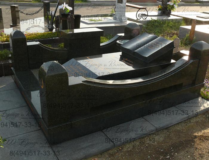 Мусульманское надгробие.