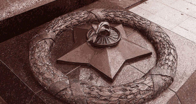 "www.bronzaikamen.ru/      <a href=""tel:+74955173313"">+7(495)517-33-13</a>"