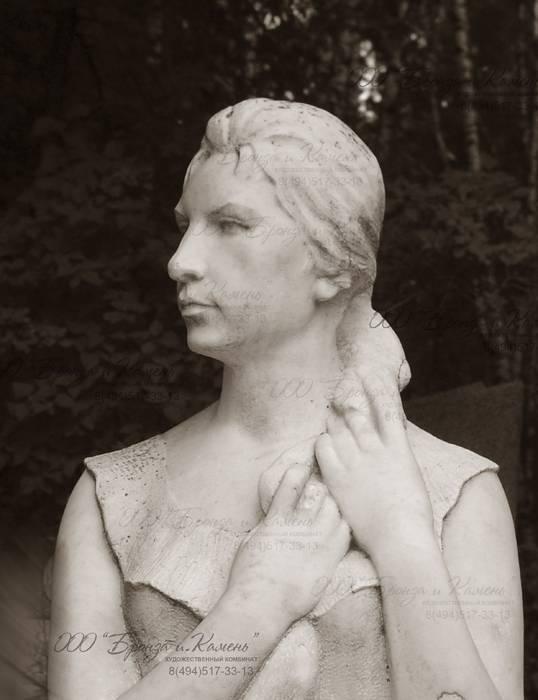 Мраморная статуя.