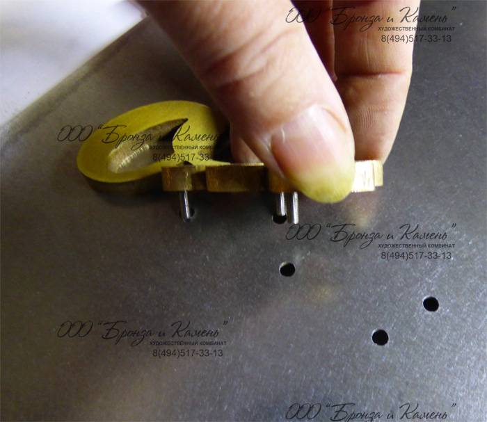Объемные буквы металлические устанавливаются при помощи шпилек