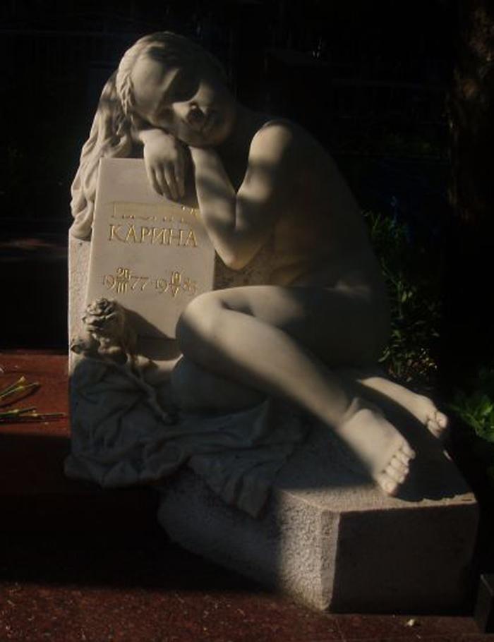 Детское надгробие