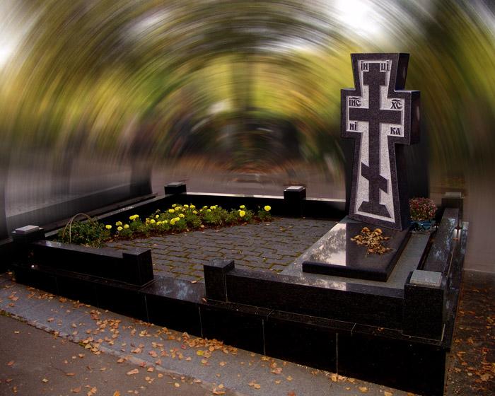 Надгробие с крестом из гранита