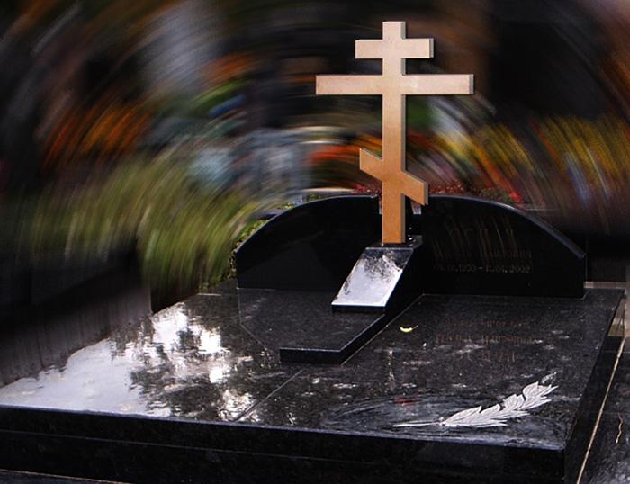 Эскиз надгробия с большим крестом