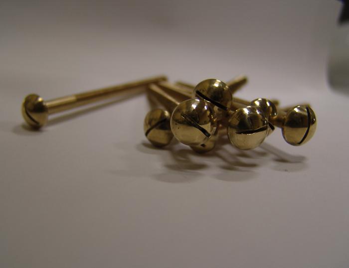 Декоративние болты для крепления колумбарных досок иг гранита и табличек из латуни и бронзы изготовим под заказ.