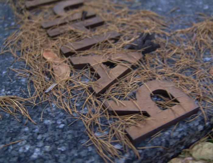 Фрагмент надгробия Ивана Дыховичного и его родителей. Нами изготовлены и установлены буквы.