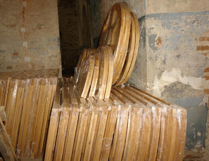 Комплект оконных рам для храма.