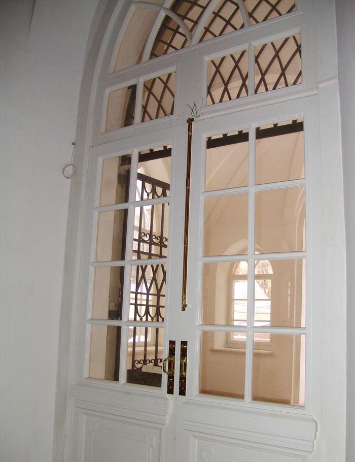 Дверной накладной шпингалет из латуни.