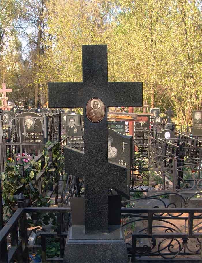 Крест с барельефом лика Святого Николая Чудотворца. Бронза и камень..