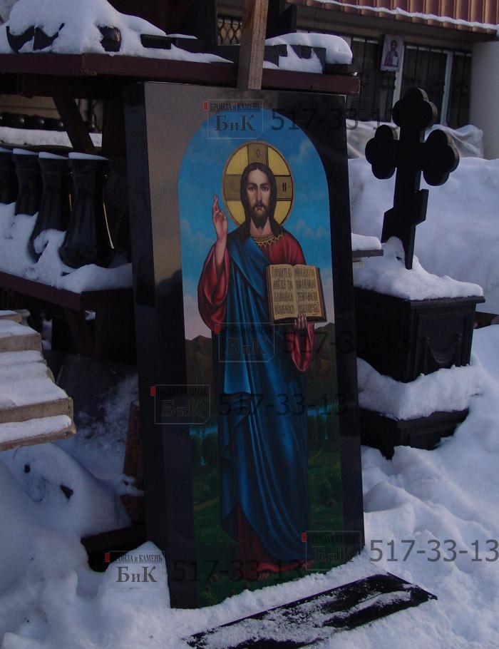 Изображение Иисуса на граните в цвете.