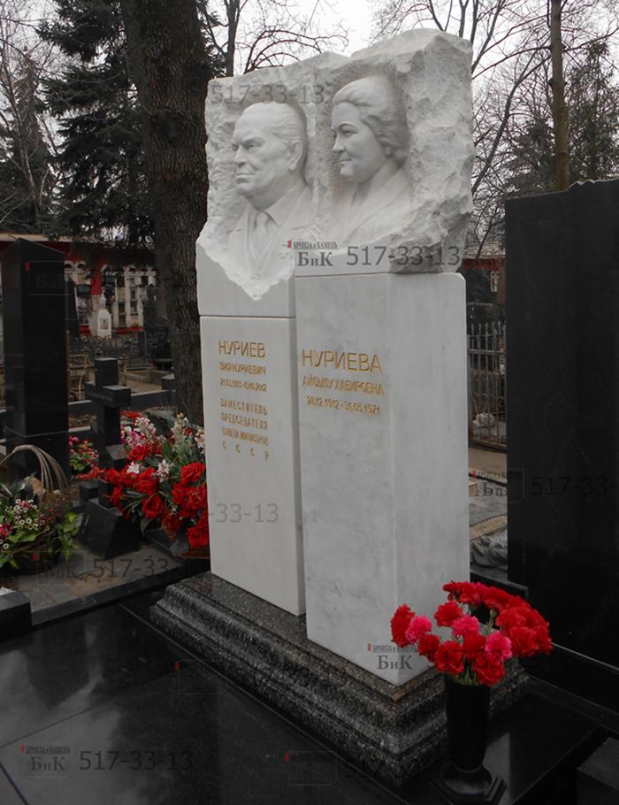 Надгробие Нуриеву З.Н. Установле и изготовлен компанией Бронза и камень в ноябре 2014 года.