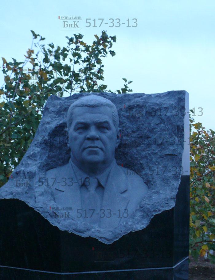 Изготовление памятников на заказ. Памятник Валерию Сазыкину.