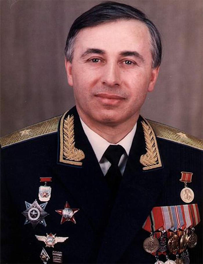 Генерал-майор авиации Суламбек Осканов.