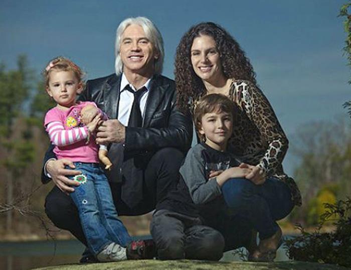 Дмитрий Хворостовский с женой и детьми.