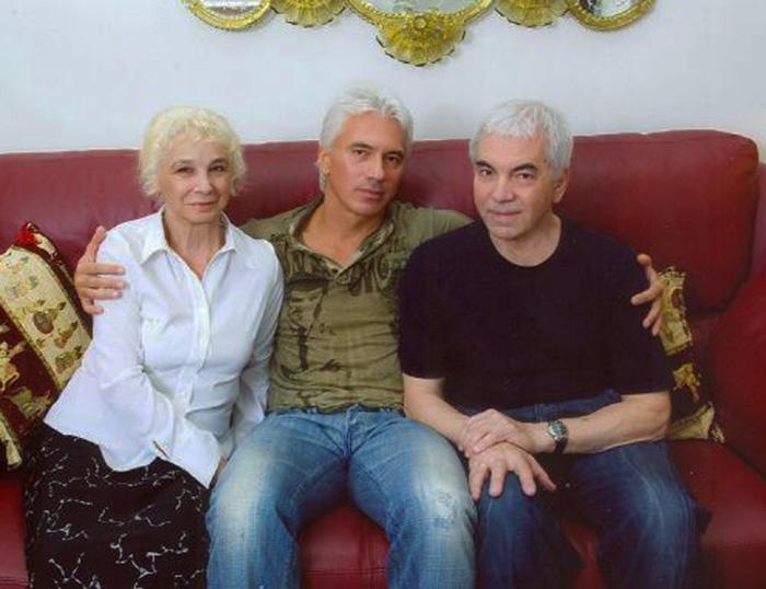 Дмитрий с родителями.