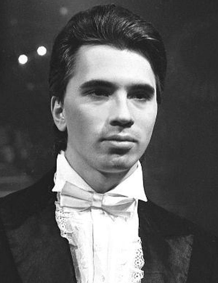Карьера Хворостовского началась с Красноярского Оперного театра.