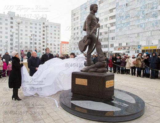 Открытие памятника Высоцкому в Новом Уреное.