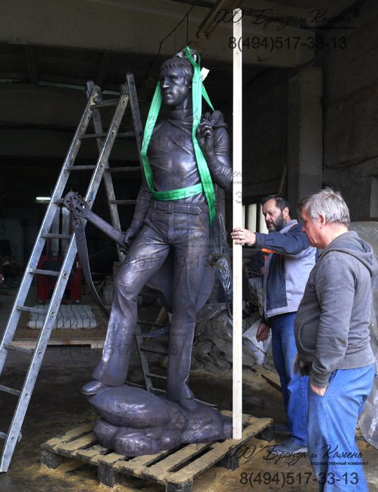 Скульптура из бронзы. Готовим к погрузке.