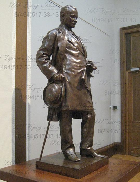 ПОРТРЕТ САМУИЛА СОЛОМОНОВИЧА ПОЛЯКОВА. Бронзовая статуя.