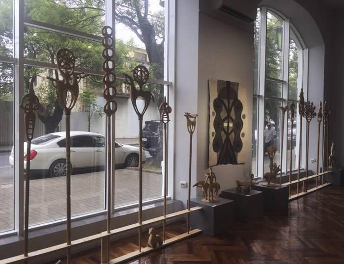 Диалог между национальной культурой и современным искусством