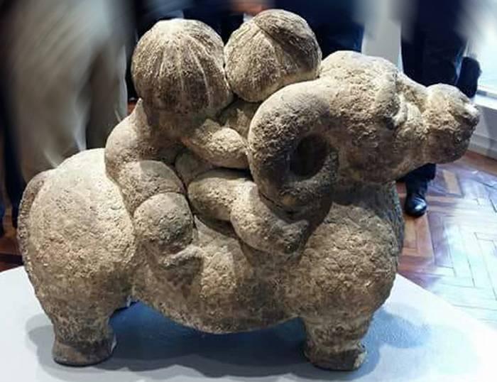 Валентина Хурхумал окончила факультет керамики Тбилисской государственной академии художеств.