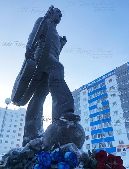 Статуя Высоцкого в бронзе
