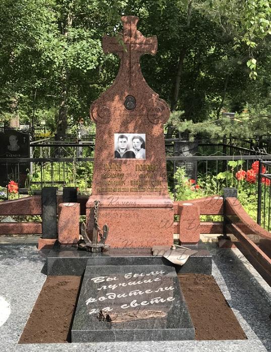Надгробие с бронзовым литьем