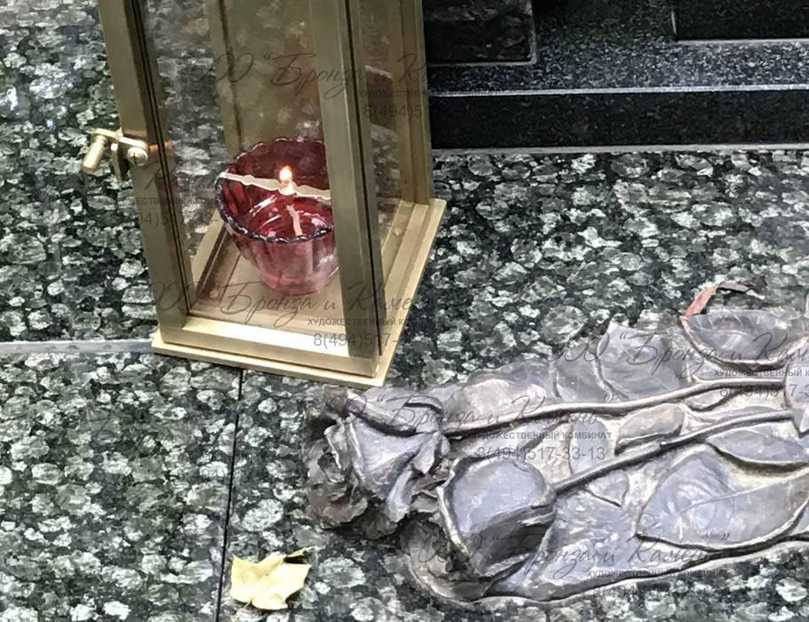 Фонарь на кладбище